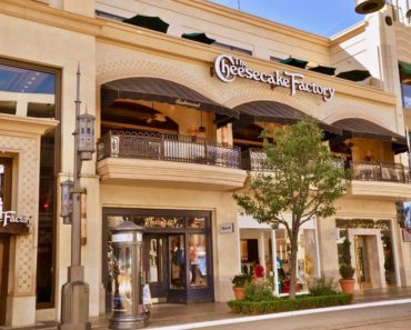 Cheesecake Factory restaurant in the Grove shopping centre in Los Angleles dec4