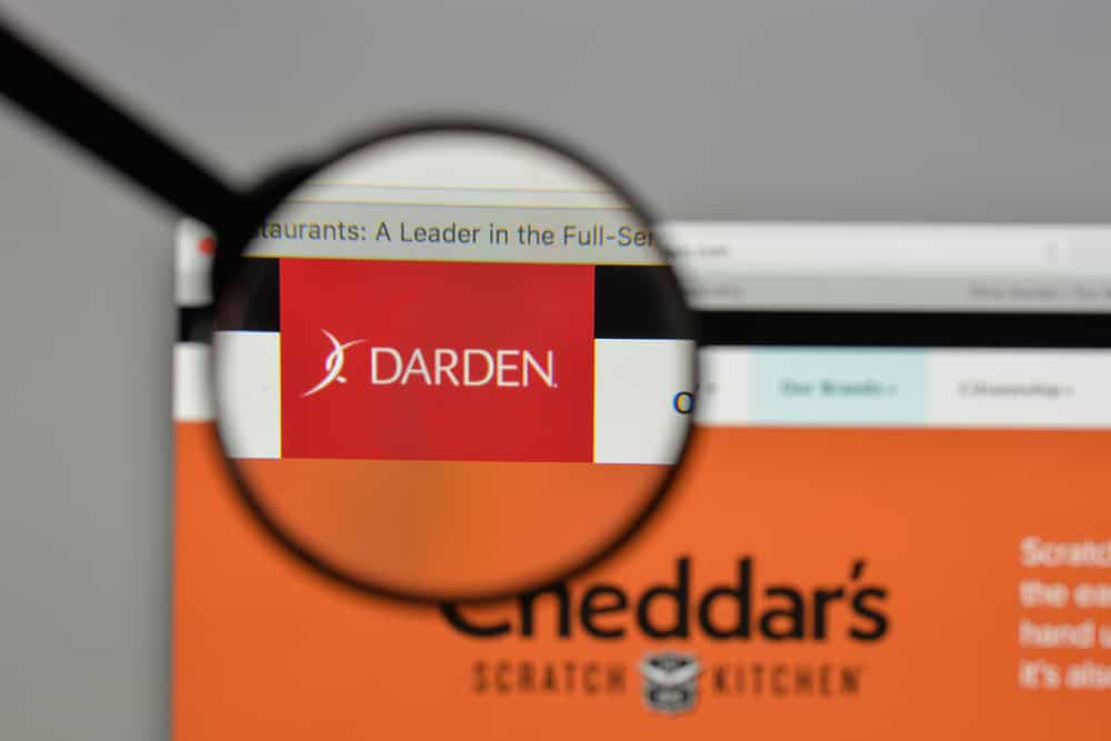 Darden restaurants logo on website