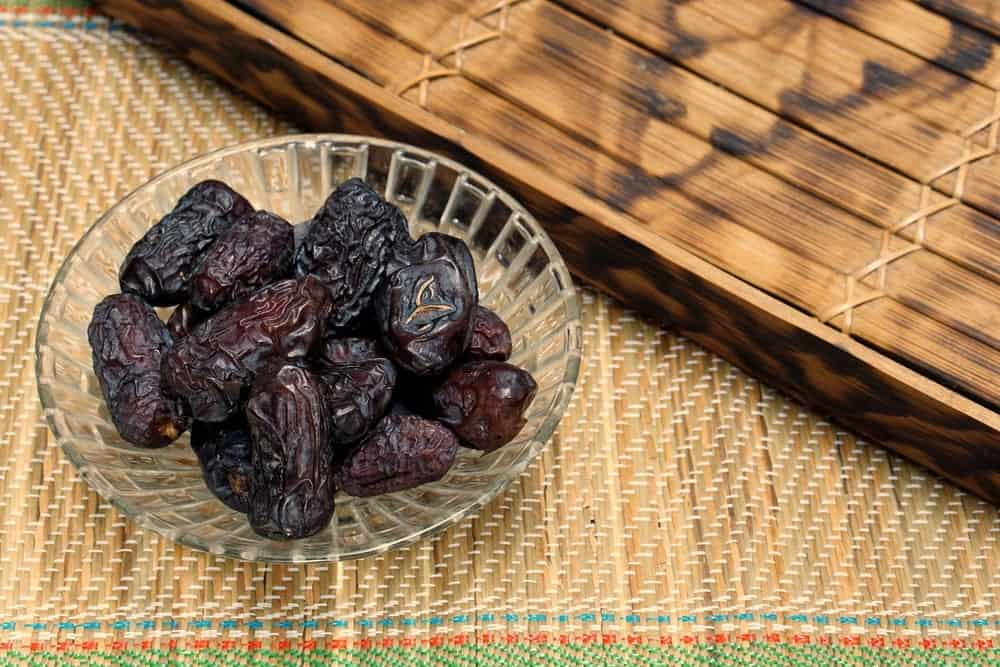 Safawi Dates ready to eat in a glass bowl.