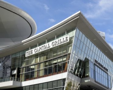 Building front of the Capital Grille restaurant on the Vegas strip