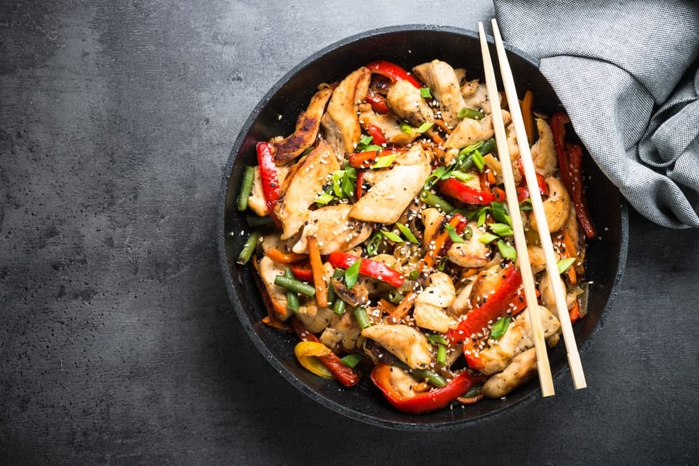 A bowl of fresh;y-cooked chicken stir fry.