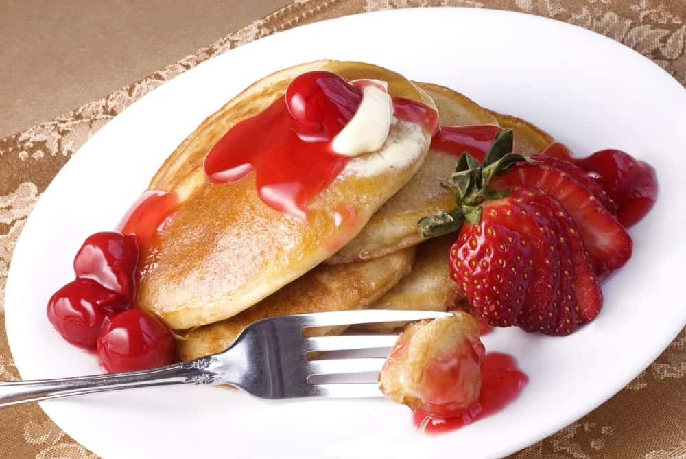 A fresh plate of fruit-topped pancakes.