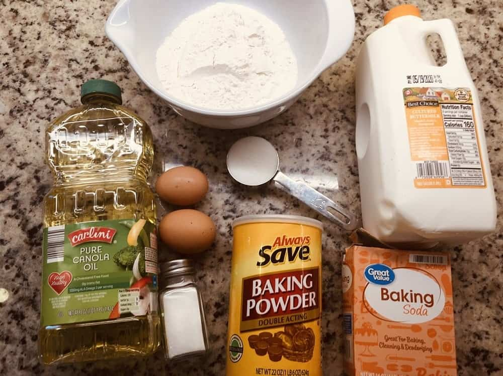 The complete ingredients of the pancake.